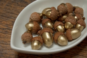 DIY Gold Acorns - victoriaallison.wordpress.com